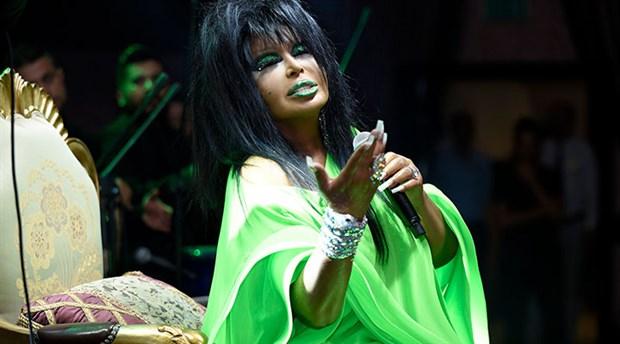 Bülent Ersoy'dan sahnede orkestraya hakaret