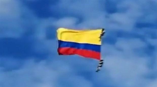 Kolombiya'da hava gösterisi sırasında ip koptu: 2 asker yaşamını yitirdi