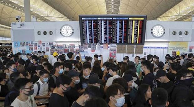 Hong Kong'daki uluslararası havalimanında uçuşlar yeniden başladı