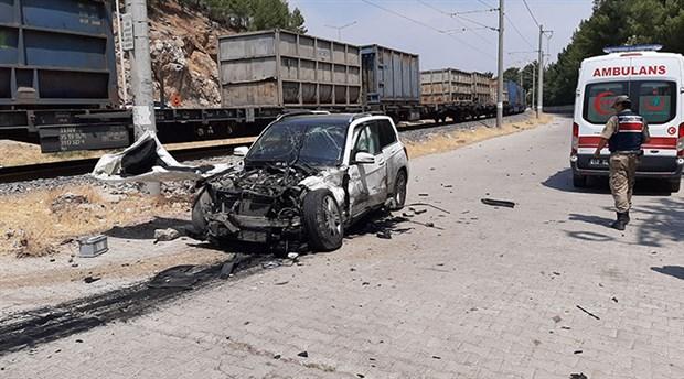 Maraş'ta hemzemin geçitte kaza: 5 yaralı