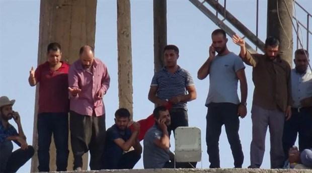 Ceylanpınar Belediyesi'nde işten çıkarılan işçiler su kulesine çıktı