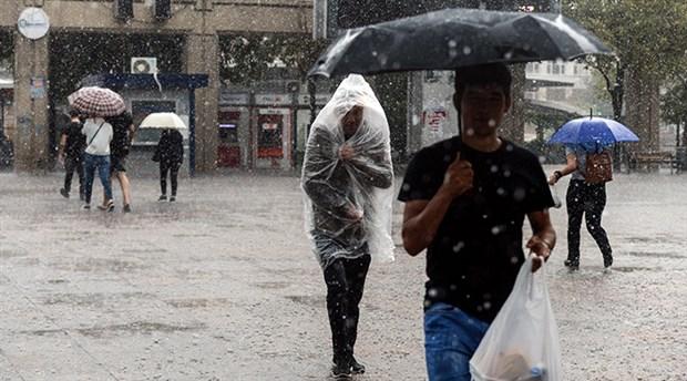 Sağanak yağış İstanbul'u felç etti