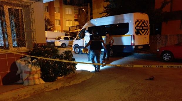 İzmir'de bir kadın, balkonda otururken başından vuruldu