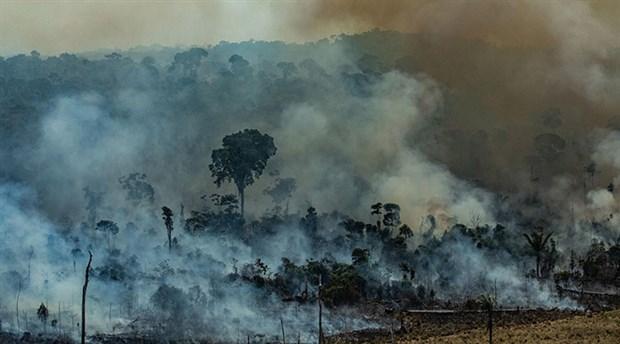 Bolsonaro, Amazonlar'daki yangın için G7'nin yardım talebini reddetti