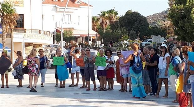 Datça'da kadınlar 'şiddete hayır' diyerek sokağa çıktı