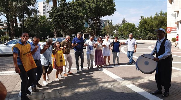 KESK'ten halaylı protesto