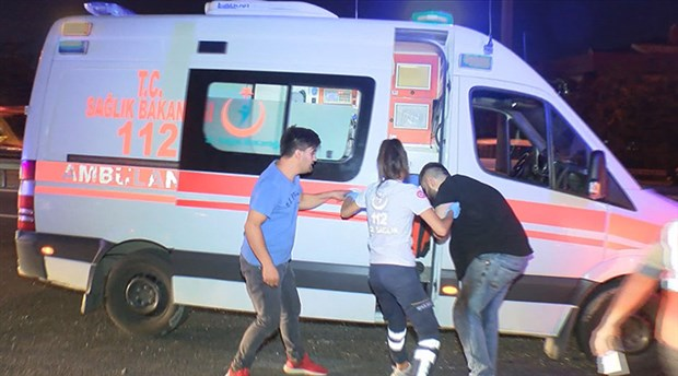 Ambulansa yol vermeyen maganda, makas atarken kaza yaptı