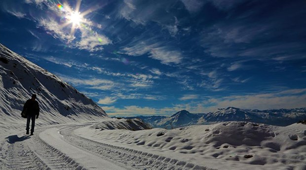 Mevsimin ilk karı Erzincan'a yağdı