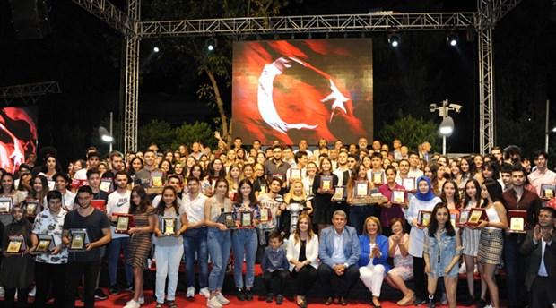 Balçova Belediyesi'nden başarılı öğrencilere ödül