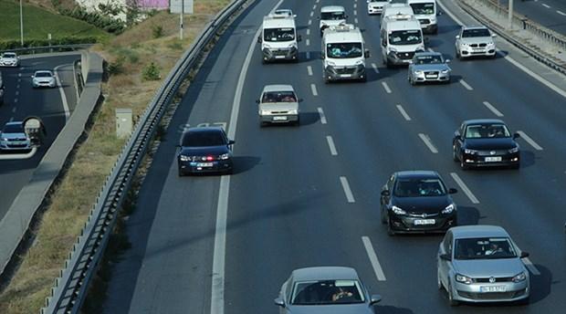 Çakarlı araçların emniyet şeridi işgali arttı