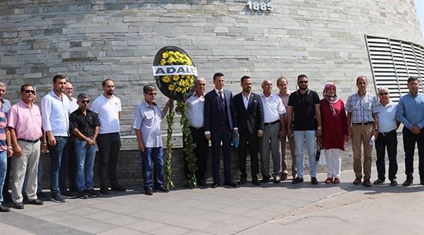 İYİ Parti'den CHP'li belediye önüne siyah çelenk