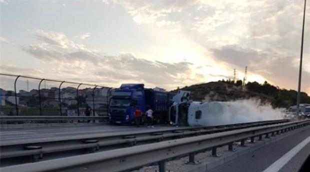 TEM Altınşehir viyadüğünde gaz tankeri devrildi: Tüm şeritler trafiğe kapatıldı
