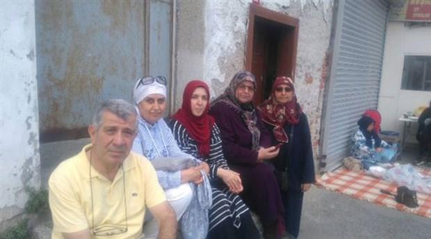 AKP önünde eylem başlatan anneler: Bizim çocuklarımızı devlet aldı