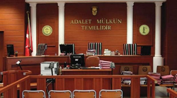 Mahkeme taraflarından rüşvet alırken suçüstü yakalandı