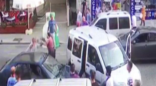 Boşanmak isteyen eşine ve kayınpederine saldıran adam tutuklandı