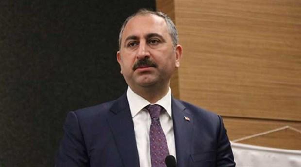 Akit yazarından Adalet Bakanı Gül'e: Düne kadar Fetö'cülerle kaşık sallamayı bırak, iş tutan sizdiniz