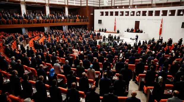 Meclis'te yeni yasama yılı açılışı: CHP'li ve HDP'li vekiller,Erdoğan'ı oturarak karşıladı