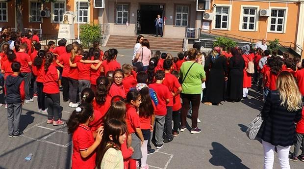 Yeniden yapılan okullar da hasarlı