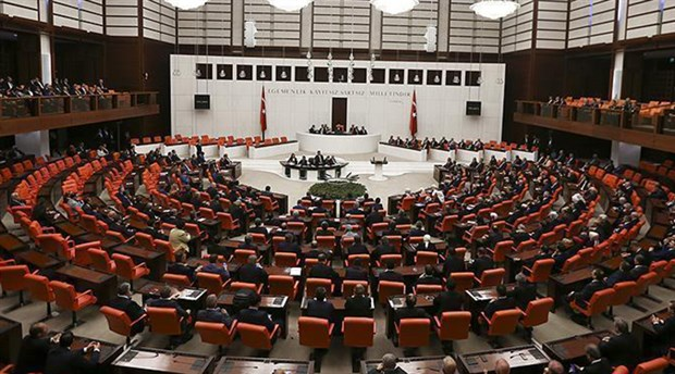 Meclis 71'i HDP'li vekillere ait 75 fezleke ile açıldı