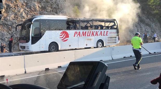 Muğla'da seyir halindeki yolcu otobüsü yandı