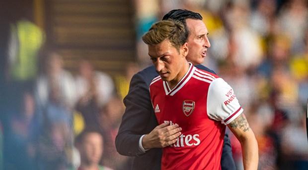 Mesut Özil çöküşte: Üstü çizildi