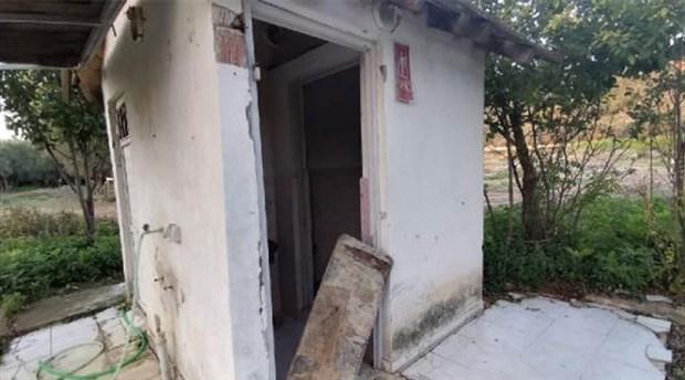 Mezarlık tuvaletinin kapıları çalındı