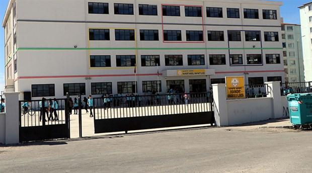Uzaklaştırma cezası alan lise öğrencisi okul müdürünü bıçakladı