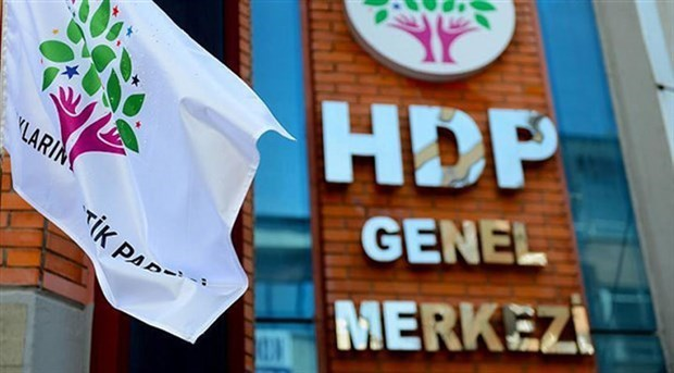Beşiktaş'ta basın açıklaması sırasında gözaltına alınan 9 HDP'li tutuklandı