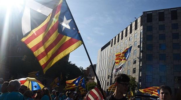 İspanya'da Katalan siyasetçilere hapis cezası
