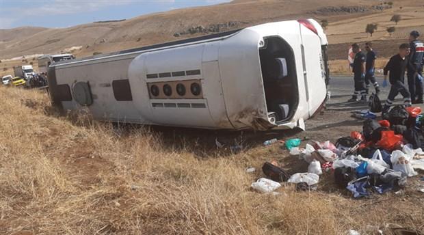 Afyon'da tur otobüsü devrildi: 1 ölü, 30 yaralı