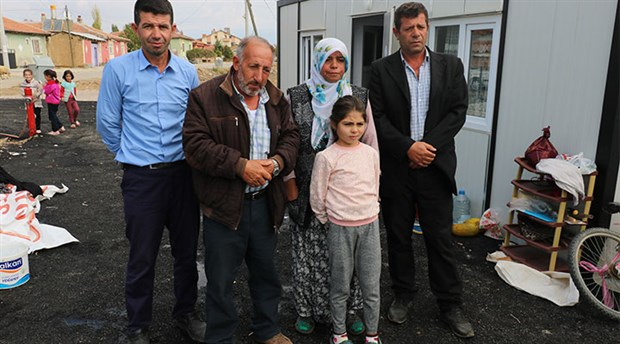 Bir ayda yaşadıkları 3 ev,köy odası ve samanlıkpeş peşe yandı
