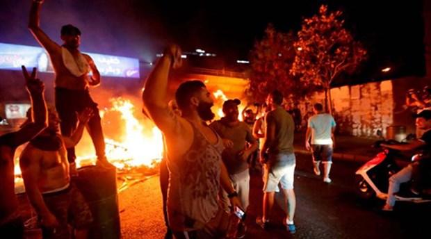 Lübnan'da 'WhatsApp vergisi' halkı sokağa döktü
