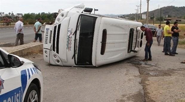 Ankara'da işçileri taşıyan servis minibüsü devrildi: 15 yaralı