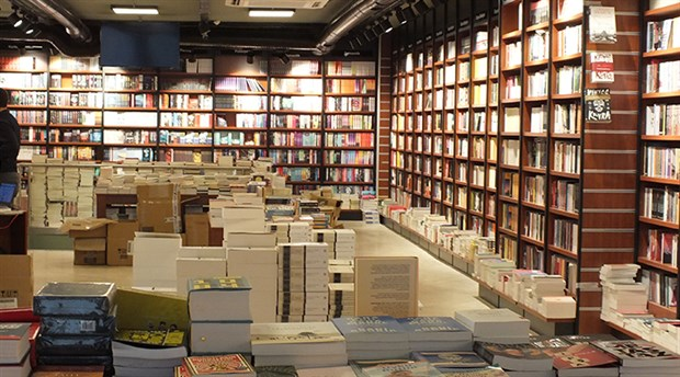 Penguen Kitabevi 4. şubesini Kadıköy Belediye Başkanı açıyor