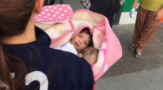 1,5 aylık ikizler ile 2 yaşındaki çocuk apartman girişine terk edildi