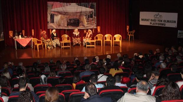 Kızılcaköylü kadınlar Murat Dağı için sahnede