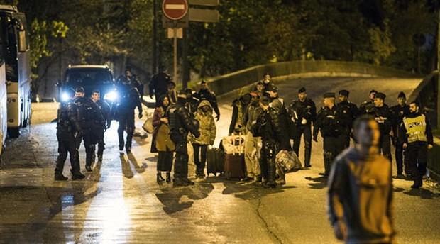 Fransız polisi, Paris'teki mülteci kampını boşalttı
