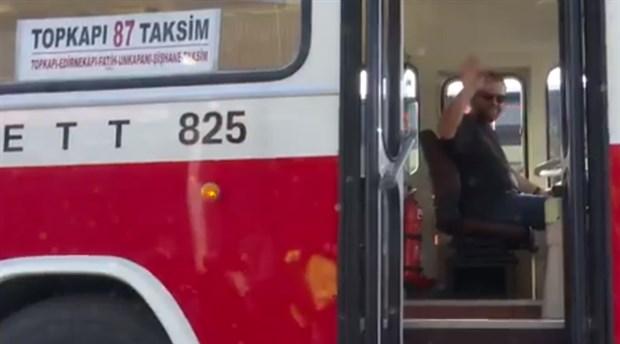 Radyocu Nihat Sırdar İETT'nin nostaljik otobüsünü kullandı