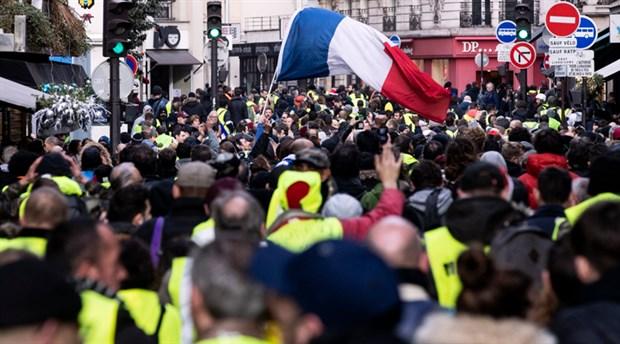 Fransa'da üniversite öğrencisi sosyal adaletsizlik nedeniyle kendisini ateşe verdi