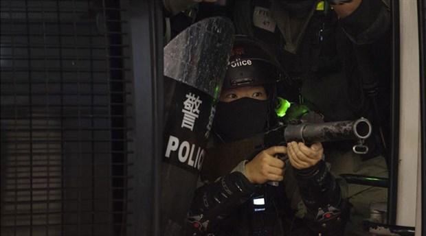 Hong Kong protestolarında bir öğrenci, polis tarafından vuruldu