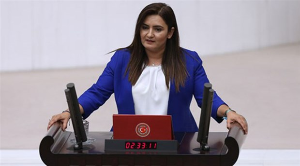 CHP'li Kılıç: Dikili'de tarım arazilerinin betonlaştırılmasının önü açılmıştır