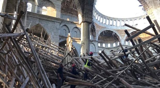 Cami inşaatında iskele çöktü: 2 işçi yaralandı