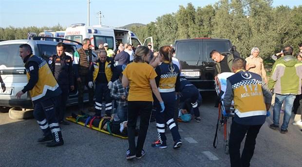 Bursa'da otomobil ile minibüs çarpıştı: 3'ü ağır 10 yaralı
