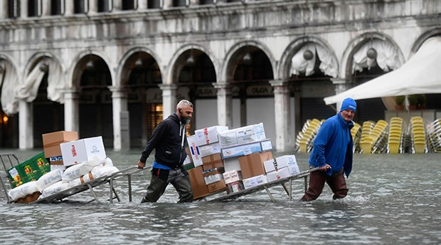 Venedik'te su baskınlarının faturası yaklaşık 1 milyar avro