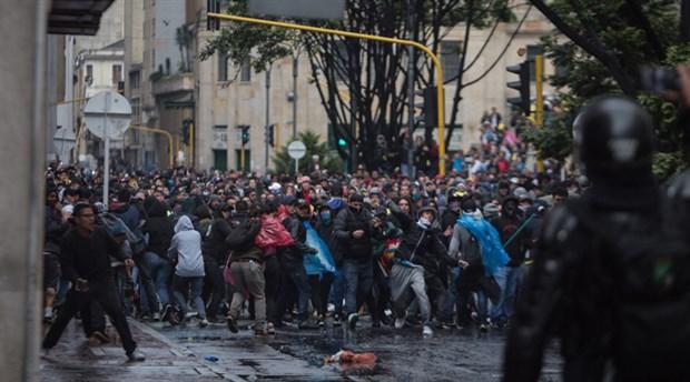 Protesto dalgasının son durağı Kolombiya: Yüzbinler sokakta