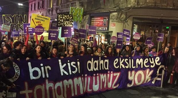 İstanbul Taksim'de 25 Kasım yürüyüşü: Polis gazla saldırdı!