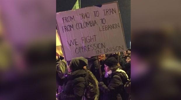 Berlin Schönefeld Havaalanı'nda kadına yönelik şiddete karşı eylem