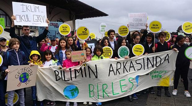 İklim aktivisti çocuklardan çağrı: Kara cumaya değil takas şenliğine