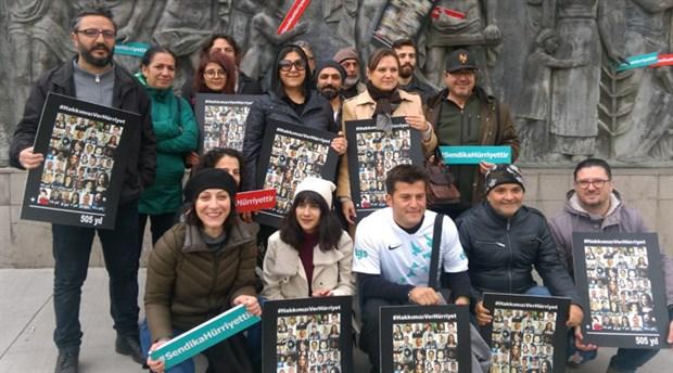 İşten çıkarılan gazeteciler hakları için Hürriyet önünde eylem yaptı