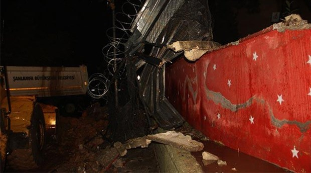 Urfa'da şiddetli yağış okulun istinat duvarını yıktı